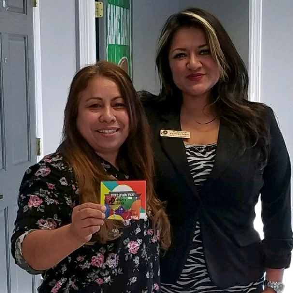 Patricia Nuñez of Las Cruces receives her gift card from Karissa Doan, Team Pioneer